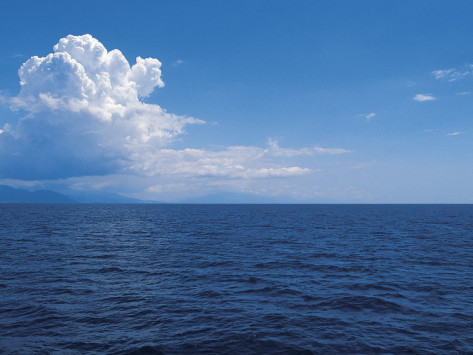 serene-ocean-and-vast-horizon-under-cloudy-sky